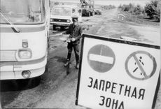 Soviet authorities control vehicles in Ukraine for high levels of radiation