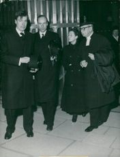 Doctor Axel Munthes sons Malcolm and Peter, nurse Britta Elmgren and pastor primarius Olle Nystedt at Axel Munthes funeral