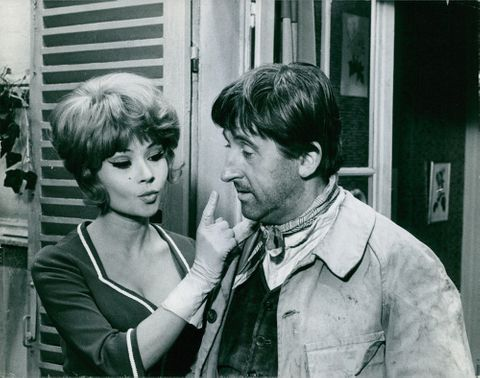 Dany Carrel hand gesturing Jean Lefebvre to be quiet.  - 1966