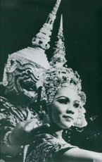 The Royal Thai Ballet, Thai Dance Gambling