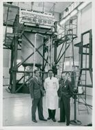 Docent Gunnar Holte, file. mag. Sven Hagsgård and file. Dr Sigvard Eklund in front of the reactor