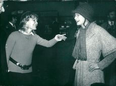 Sarah Miles and Petula Clarke on Heathrow on their way to the United States