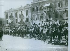Soldiers riding the horse in the street during Tyskland war.