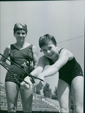 Olympic Gold Medal inheritable? Mama and also coach Eva Szekely and Andrea Giarmati.