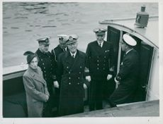 Swedish King Charles King Gustaf VI Adolf and Queen Louise aboard the Eugen slip at the departure of Stockholm.