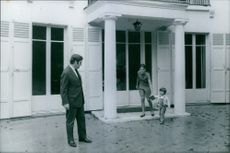 Pierre Salinger with his family.