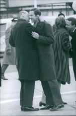 Richard, 6th Prince of Sayn-Wittgenstein-Berleburg  whispering the other man. 1968