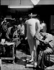 Manufacture of wax dolls on Madame Tussaud's wax cabinet