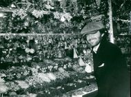Actor Jack Nicholson looks at Christmas decorations on a Christmas market in Munich
