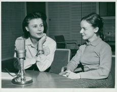 Harriet Andersson and Pia Skoglund discuss in the radio youth program