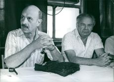 A Photo of Yigael Yadin & Samuel Tamir having a meeting. 1977.