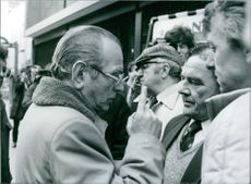 British trade unionist, Amlyn Williams talking t pickets outside the headquarters of the National Union of Mineworkers in London, 1983.