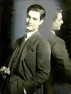 Black and white photography of British actor Robert Donat.