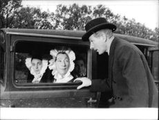 Danny Kaye with women in car, on set of Me and the Colonel.