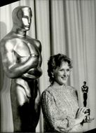 Actress Meryl Streep receives a statue for best female starring at the Oscars Gala in 1983