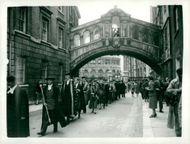 King Gustaf VI Adolf and Queen Louise go to the procession from New College to Sheldonian Theater after the King's degree in Doctor of Literature.
