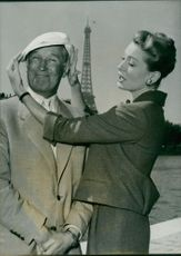Maurice Chevalier standing with Deborsh kerr in  Paris. 1958