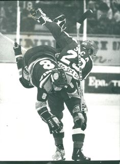 Ice Hockey: Tackling