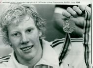 OS in Moscow. Swimmer Bengt Baron with his gold medal