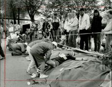 Stockholm Marathon 1987. When the forces ended and the fights took place, there were healthcare workers along the way ready to get a helping hand