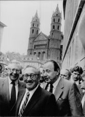 Henry Alfred Kissinger with Bernhard Vogel and Hans-Dietrich Genscher, smiling.