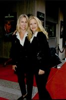 """Kelly Preston arrives together with friend Lynnie Ritchie to the premiere of the """"Air Force One""""."""
