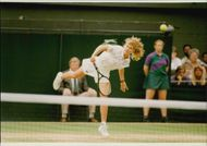 Steffi Graf plays against Monica Seles in the women's singles finals in the Wimbledon Championship