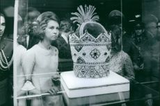 Queen Sofia watching crown.