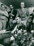 Portrait Irving Höglund, suspected of murder of his wife, talks with the press, behind him his lawyer Olof Arvidson.