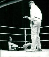 Bo Högberg is on the floor during a boxing match