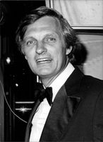 U.S. actor, Alan Alda smiling, 1979.