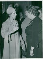 The King of Sweden King Kung Gustaf VI Adolf and Queen Louise visit Finland in 1952. The queen talks with the parliamentary woman Puhjala.