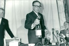 Henry Kissinger at a press conference at the hotel Crillon