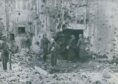 ARMY FORCE IN A DESTROYED PLACE