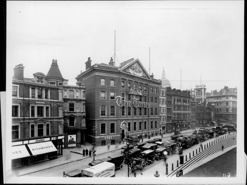 The classic Times building from the late 19th century at Old Printing House Square - Year 1922