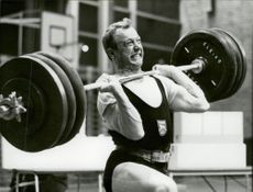 The weight lift Ingvar Asp lifts so much that he is grimaceing. Unknown competition