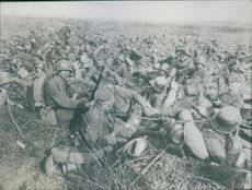 Photo of hundreds of resting soldiers.