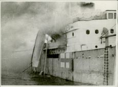 Germans bomb Carolina Thorden, a Finnish steamer.
