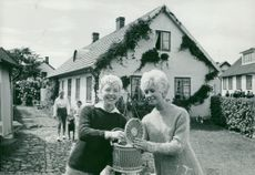 The sisters Ulla and Marianne Reimel from Helsingborg visit Torekov