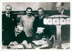 Molotov-Ribbentrop Pact. Foreign Commissioner Molotov signs the treaty between Russia and Germany. Fr. V. Ribbentrop, Stalin, Pavlov and Gaus