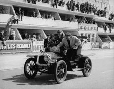 De Dion-Bouton`s runabout running on tracks.