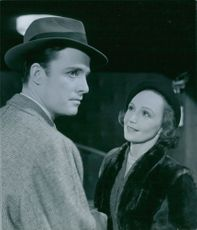 Inga Tidblad and Alf Kjellin in a scene from the film Divorced, 1951.