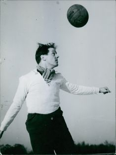 Gösta Löfgren playing football at the 1952 Summer Olympics.