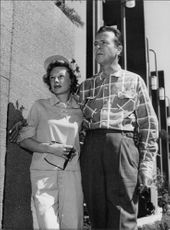"""Richard Ewing """"Dick"""" Powell with his wife June Allyson."""