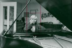 Pianist Roland Pöntinen at the wing