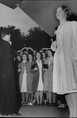Norwegian academic körföreningen sings in Vasa Park - 26 June 1945