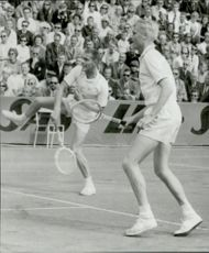 Ulf Schmidt and Lundqvist play tennis match