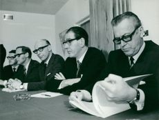 Information Manager Örjan Dahlberg, Personnel Manager Bertil Klaar, SIF club chairman Allan Broman, LO club chairman Sven Nordlöf and chairman chairman municipal council Manne Jarméu during a press conference at Yllefabriken