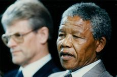 Prime Minister Ingvar Carlsson and Nelson Mandela held a joint press conference.