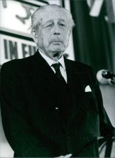 1979 British Politicians: A photo of Britain's most widely respected elder statesman Maurice Harold Macmillan giving speech.
